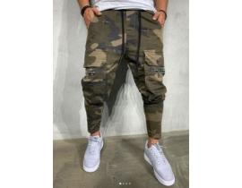 Pantaloni cargo din camuflaj slim fit